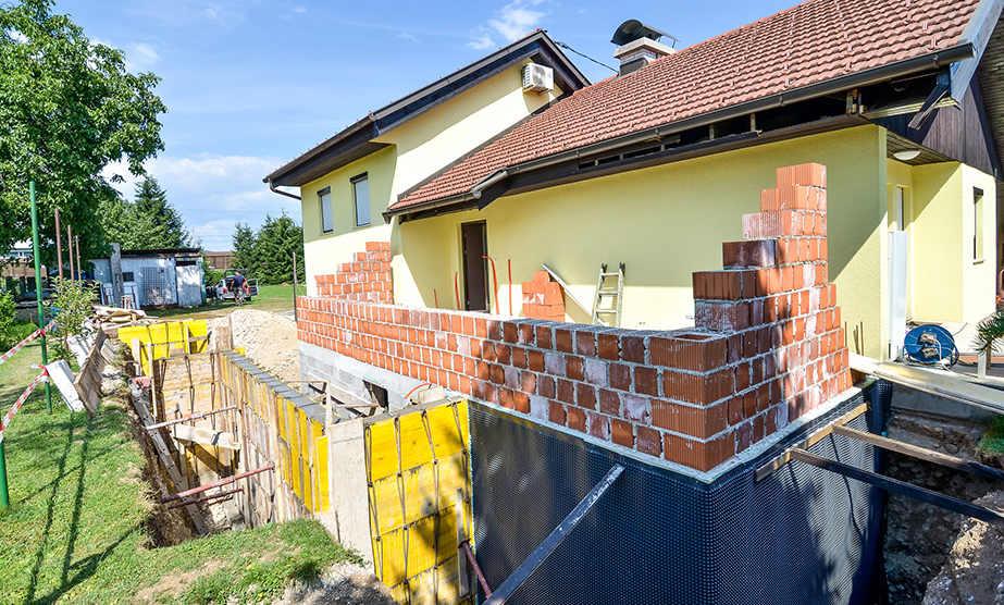 Aanbouw huis met een bouwplan